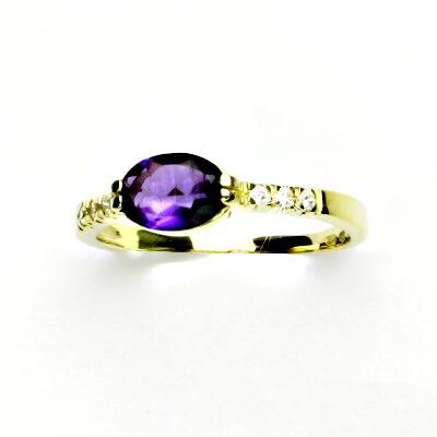 Zlatý prsten,čiré zirkony a přírodní tmavý ametyst,žluté zlato, VR 237