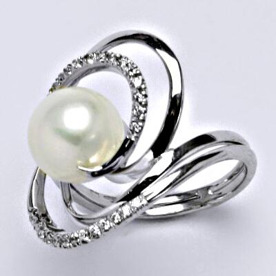 Prsten z bílého zlata, přírodní říční perla bílá, syntetický zirkon, váha 7,41 g, vel.60