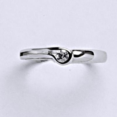 Prsten bílé zlato 1,75 g 14 karátů 1 vel.55