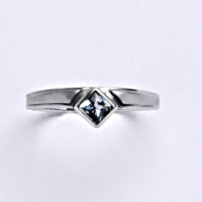 Prsten bílé zlato 2,21 g 14 karátů vel.58