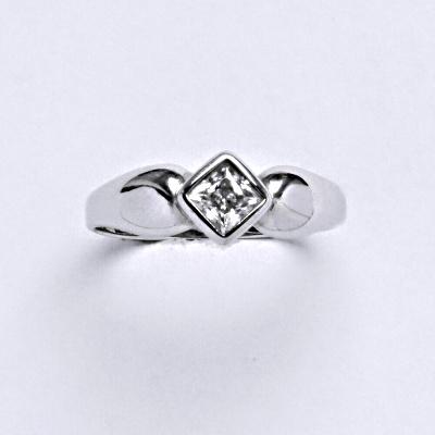 Prsten bílé zlato 2,03 g 14 karátů vel.52