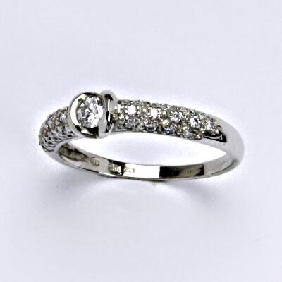Zlatý prsten s brilianty (diamanty), bílé zlato 14 kt, váha 2,0 g VLZDR334