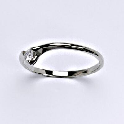 Zlatý prsten s briliantem (diamantem), bílé zlato 14 kt, váha 1,17 g VR 201