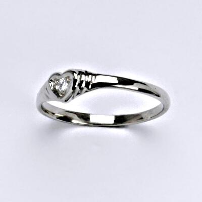 Zlatý prsten s briliantem (diamantem), bílé zlato 14 kt, T 1483