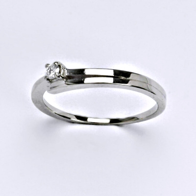 Zlatý prsten s briliantem (diamant), bílé zlato 14 kt, VR 321