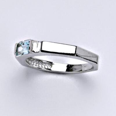 Zlatý prsten s topazem,bílé zlato 14 ct,váha 3,69 g, vel.55,5