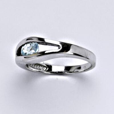 Zlatý prsten s topazem,bílé zlato 14 ct,váha 4,03 g, vel.55