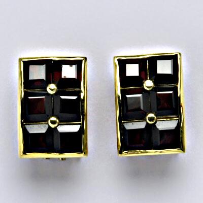 Náušnice žluté zlato, přírodní granát, zapínáná na patent, váha 8,49 g