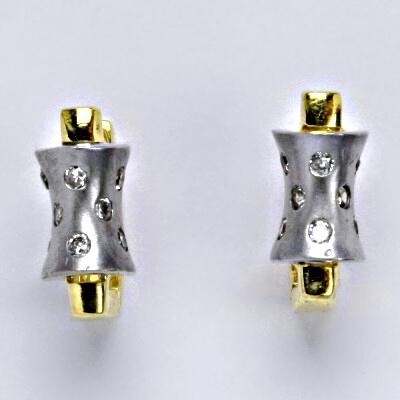Zlaté náušnice, kombinace bílé a žluté zlato, syntetický zirkon, zapínání na patent, váha 4,79 g