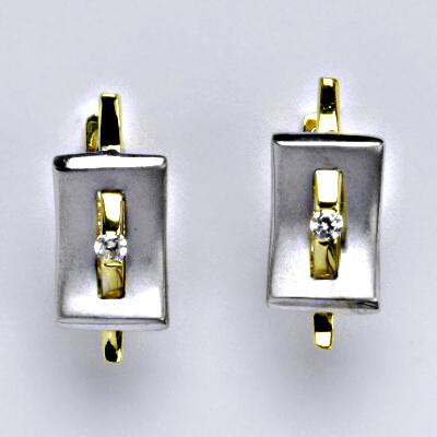 Zlaté náušnice, kombinace bílé a žluté zlato, syntetický zirkon, zapínání na patent, váha 3,89 g